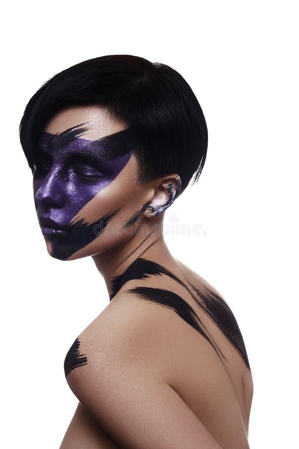 De jonge Vrouw van de manierschoonheid met purpere Make-up stock fotografie