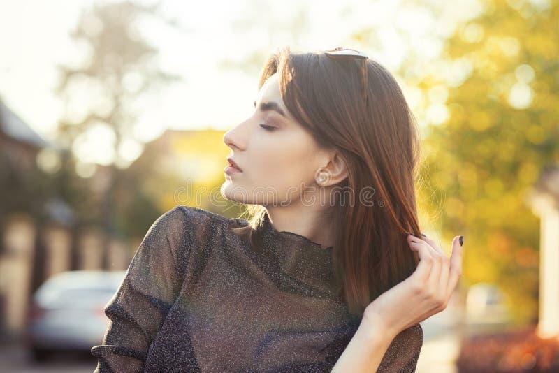 De Jonge Vrouw van de luxe stock foto's