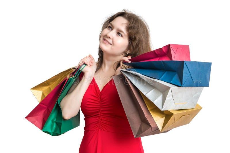 De jonge vrouw winkelt en houdt vele zakken in handen royalty-vrije stock afbeelding