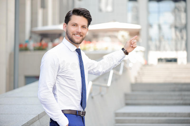 De jonge zakenman die van Nice benadrukken royalty-vrije stock foto