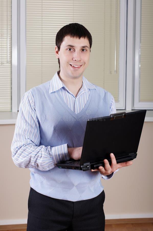 De jonge zakenman op kantoor royalty-vrije stock foto