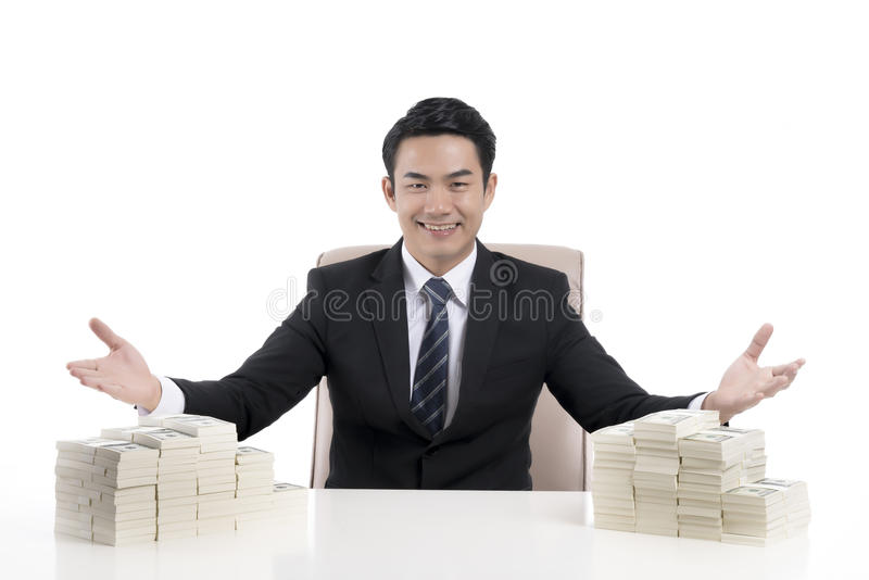 de jonge zakenman toont kinetisch gedrag om met open han uit te nodigen royalty-vrije stock foto's