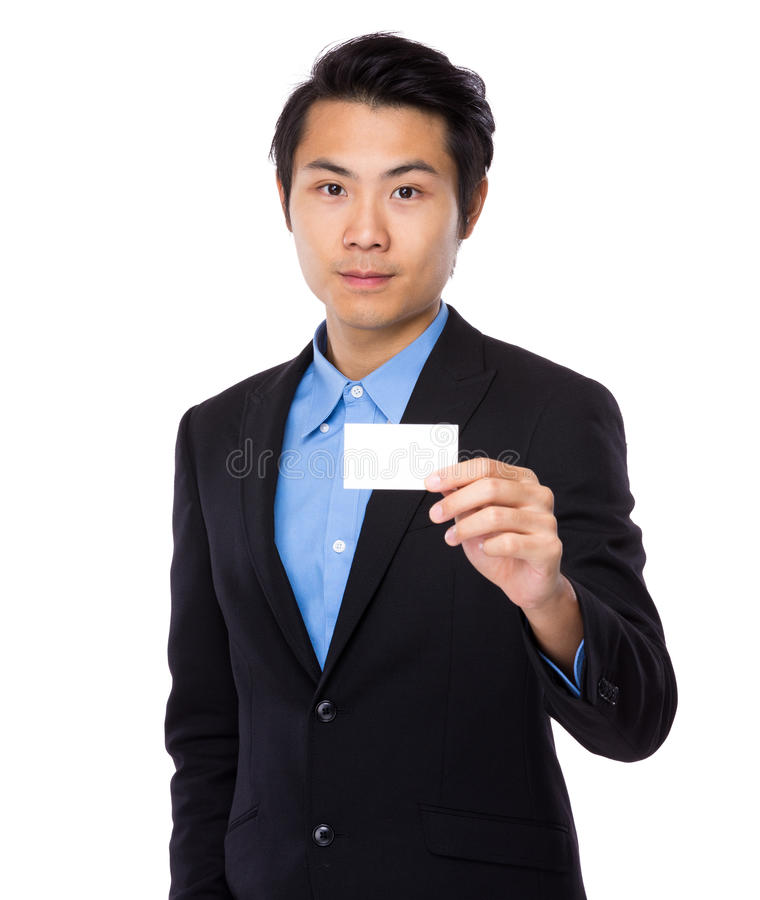 De jonge zakenman toont met adreskaartje royalty-vrije stock foto's