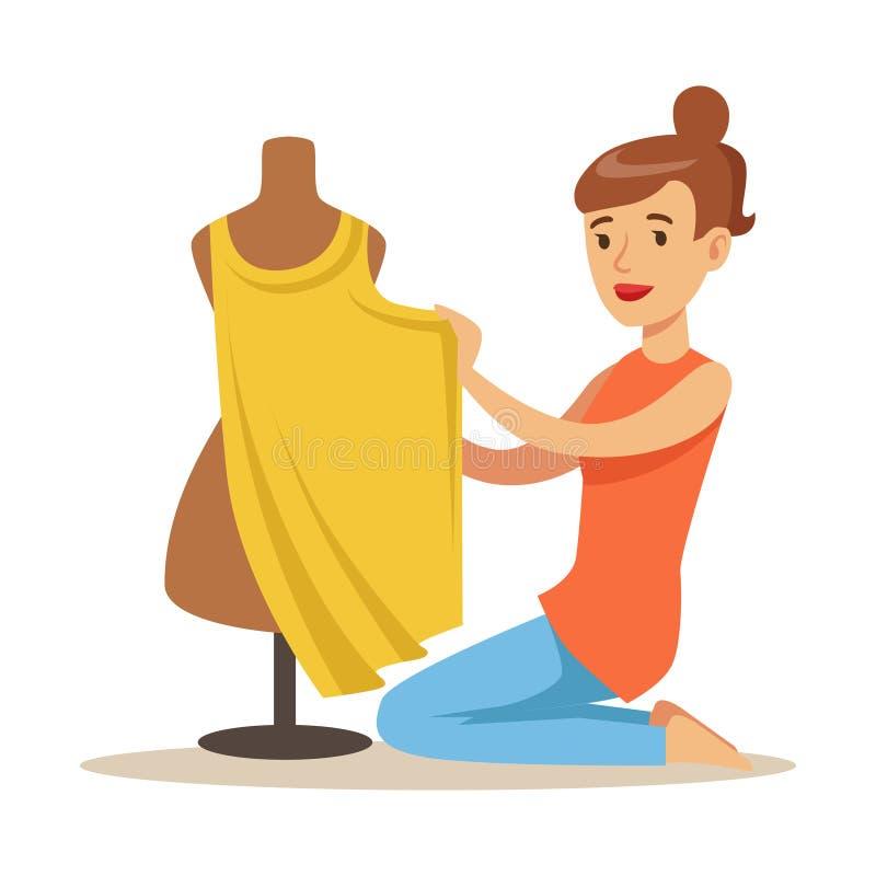De jonge zitting van de vrouwenkleermaker op de vloer en de naaiende kleding op een naaistersmodel Kleurrijke ambachthobby en ber stock illustratie