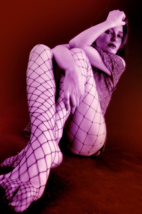 De jonge Zitting van het Meisje op de Vloer stock afbeelding