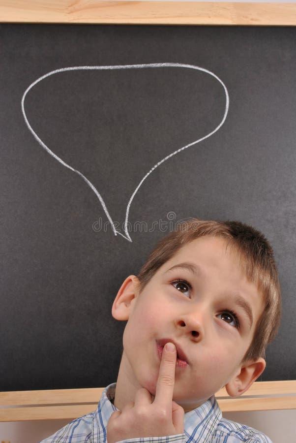 De jongen denkt royalty-vrije stock afbeeldingen
