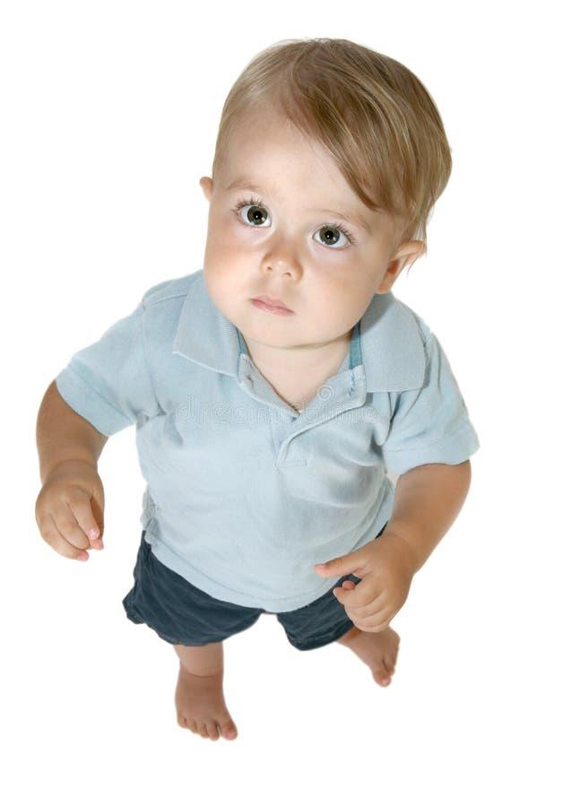 De jongen die van de baby omhoog kijkt stock foto