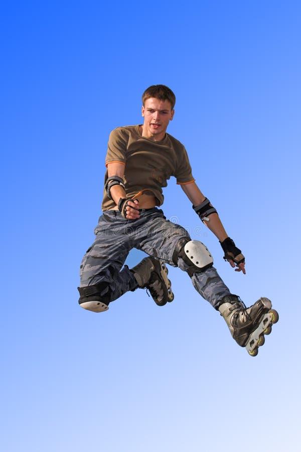 De jongen die van de rol van parape springt stock foto