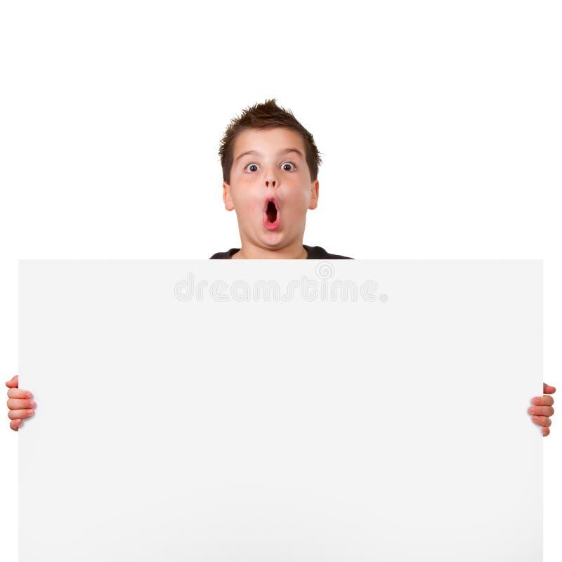 De jongen die van de tiener witte copyspace houdt stock fotografie