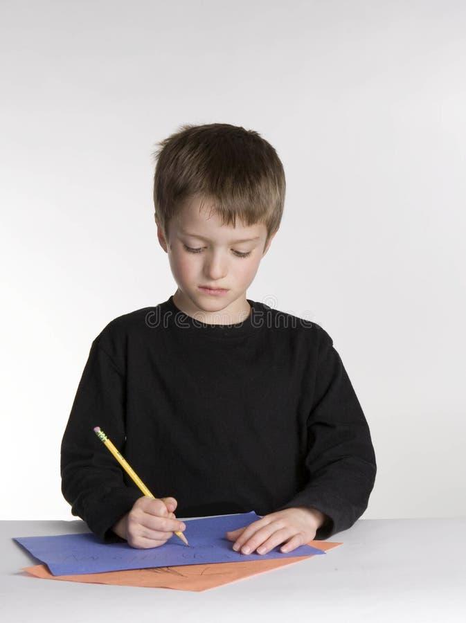 De jongen doet Thuiswerk royalty-vrije stock afbeelding