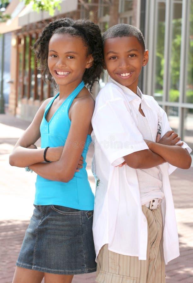 De Jongen en het Meisje van de tiener - Vrienden stock afbeeldingen