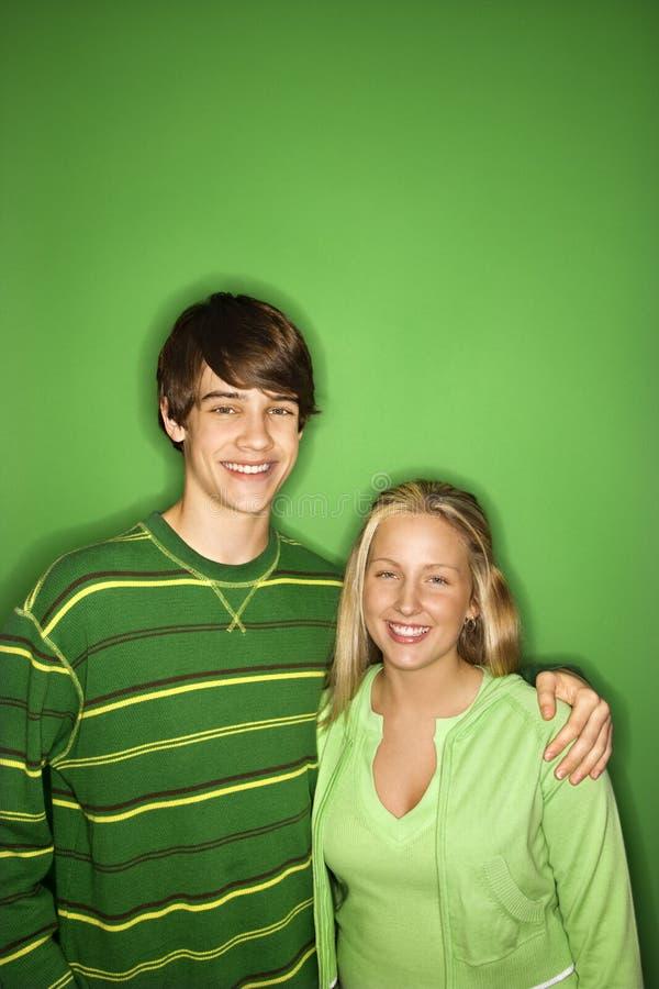 De jongen en het meisjesportret van de tiener. stock afbeeldingen