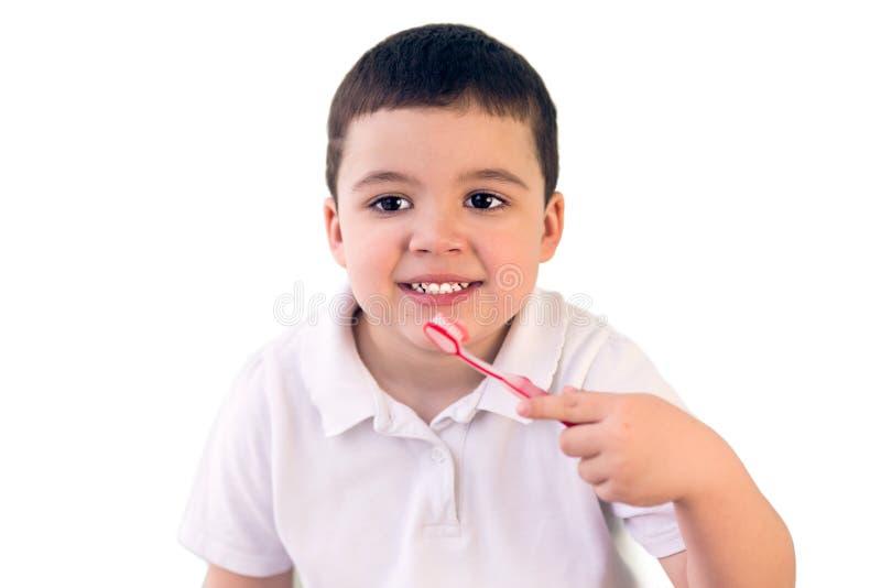 De jongen maakt tanden schoon stock afbeeldingen