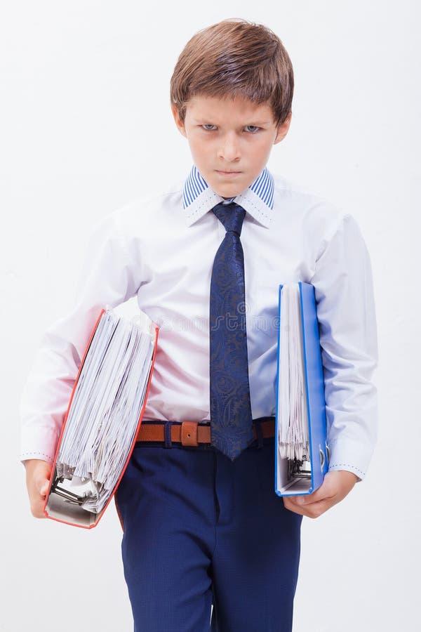De jongen met omslagen royalty-vrije stock afbeelding