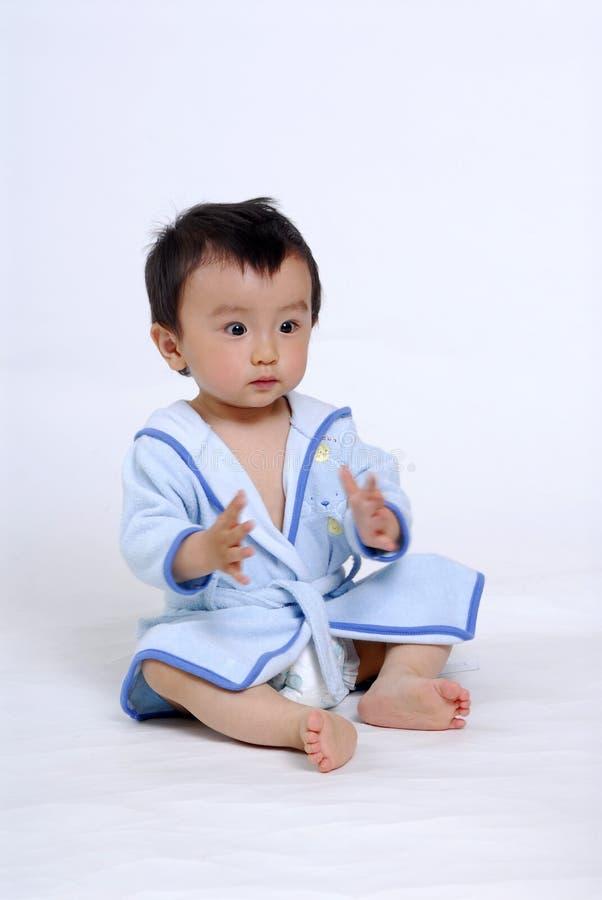 De jongen van de baby in badjas royalty-vrije stock foto