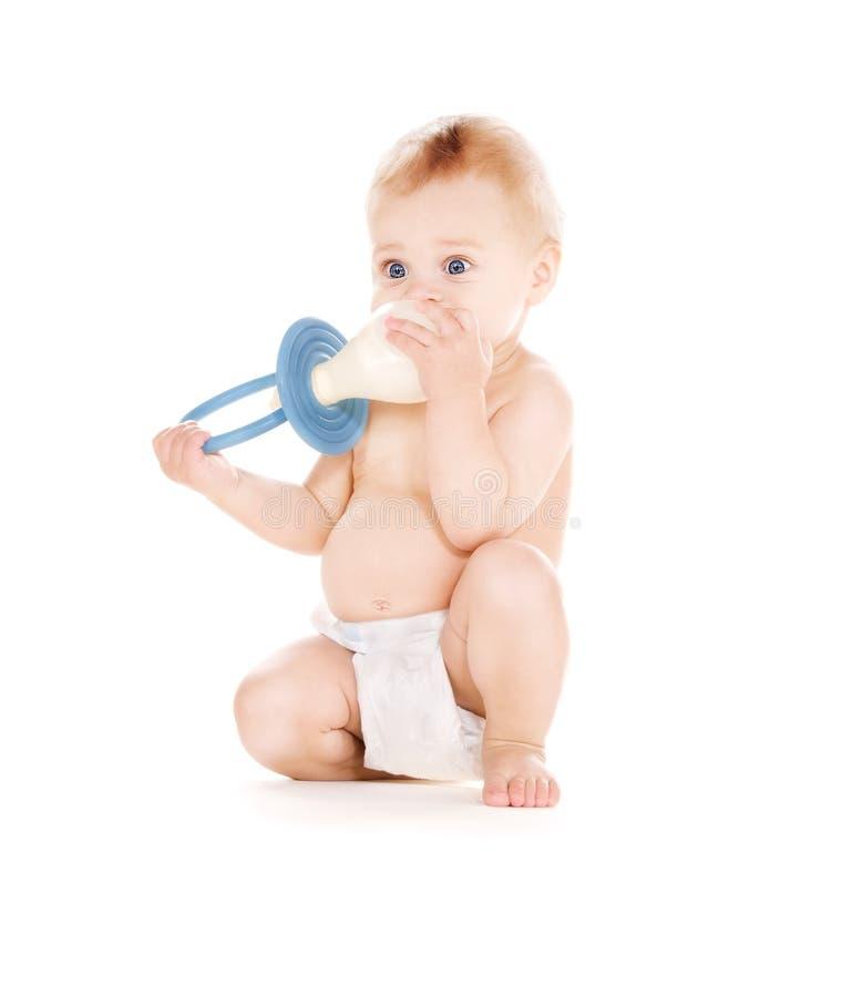 De jongen van de baby met grote fopspeen stock afbeeldingen afbeelding 11782444 - Opslagkast ruimte van de jongen ...