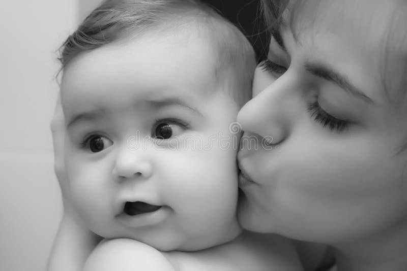 De jongen van de baby met moeder royalty-vrije stock fotografie