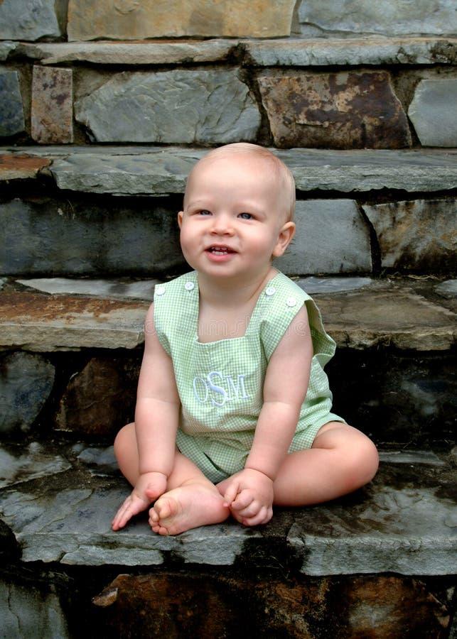 De Jongen van de baby op Stappen stock foto