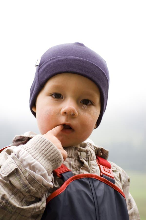 De Jongen van de baby in openlucht stock foto