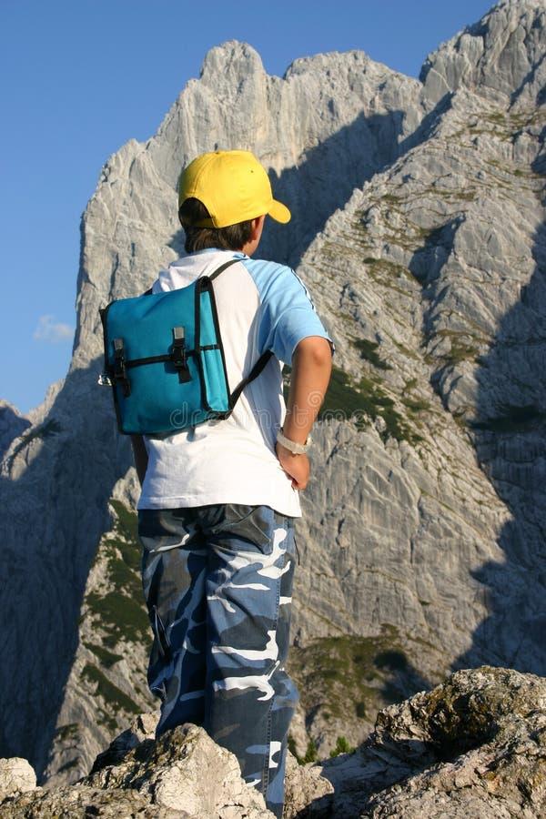 Download De Jongen van de berg stock foto. Afbeelding bestaande uit wilder - 292570