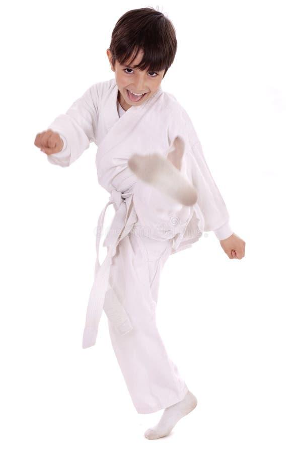 De jongen van de karate het uitoefenen stock fotografie