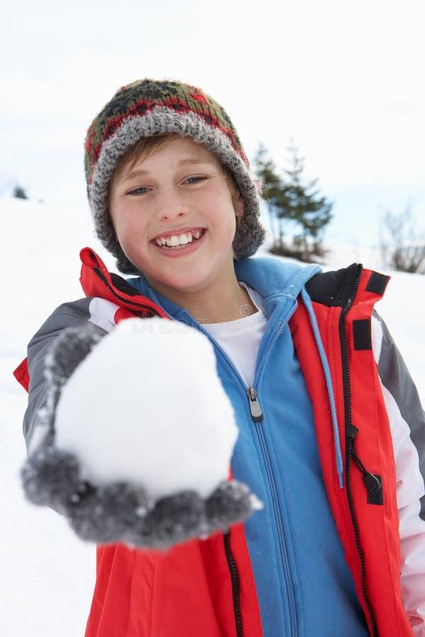 De Jongen van de pre-tiener op de Vakantie van de Winter stock foto's