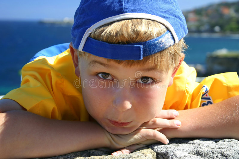 Download De jongen van het strand stock afbeelding. Afbeelding bestaande uit leisure - 43207