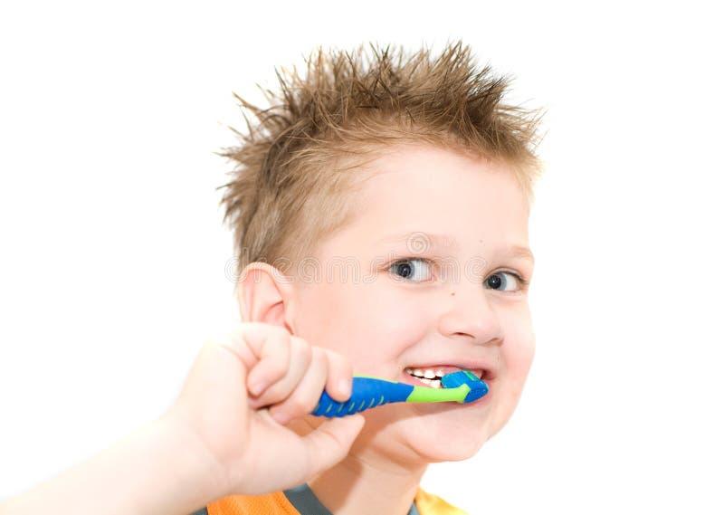 De jongens schoonmakende tanden. stock foto's