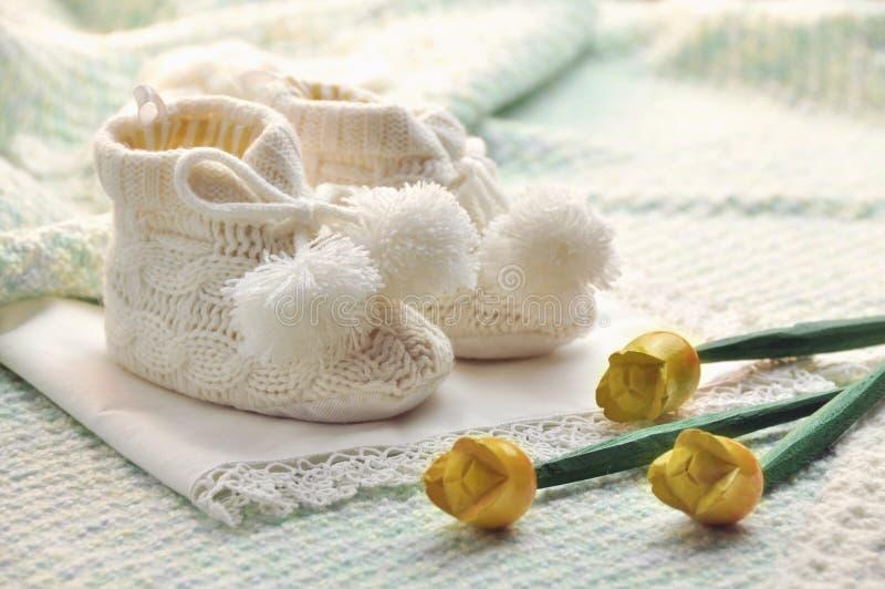 De jongensschoenen van de baby stock foto's