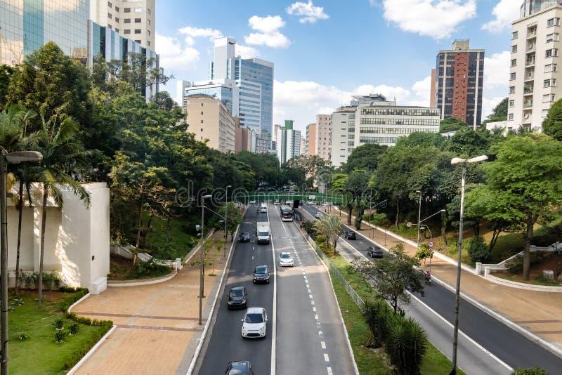 9 de Julho Aveny sikt - Sao Paulo, Brasilien arkivfoton