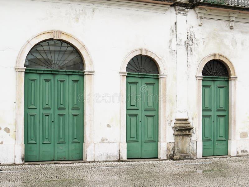 22 de julho de 2018, a cidade de Santos, São Paulo, Brasil, fachada com as portas de Casarão faz Valongo, museu atual de Pele imagem de stock