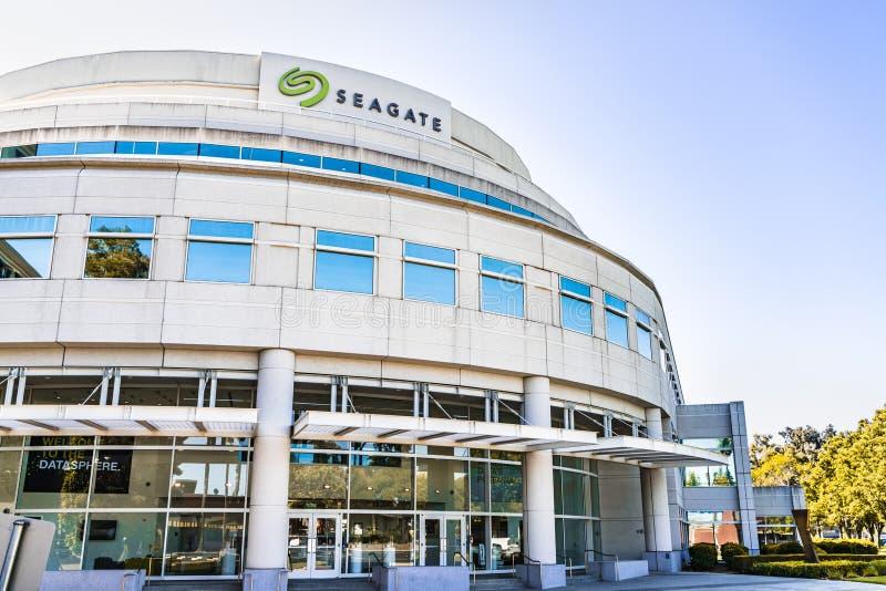 31 de julho de 2019 Cupertino/CA/EUA - matrizes do PLC da tecnologia de Seagate em Silicon Valley; Seagate é um armazenamento de  fotos de stock royalty free