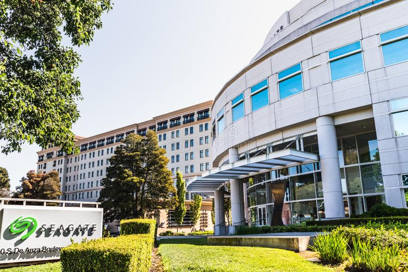 31 de julho de 2019 Cupertino/CA/EUA - matrizes do PLC da tecnologia de Seagate em Silicon Valley; Seagate é um armazenamento de  imagens de stock