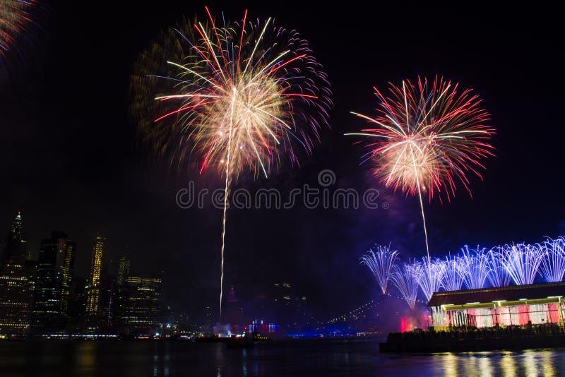 4 de julho Macy& x27; fogos de artifício de s fotografia de stock