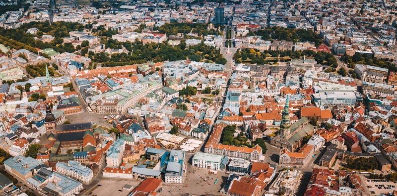 2 de julho de 2018 Riga, Latvia Vista aérea da cidade de Riga - capital de Letónia foto de stock