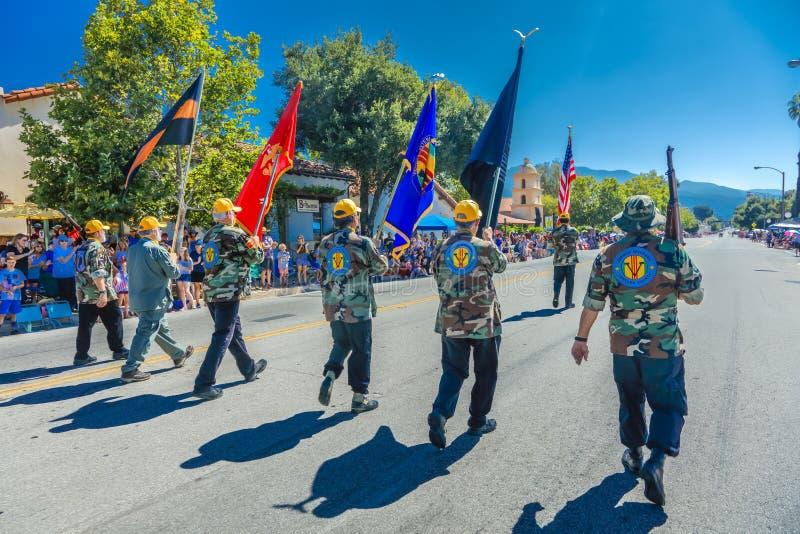 4 de julio de 2016 - los ciudadanos de Ojai California celebran Día de la Independencia - guardia de honor del desfile del comien fotografía de archivo libre de regalías