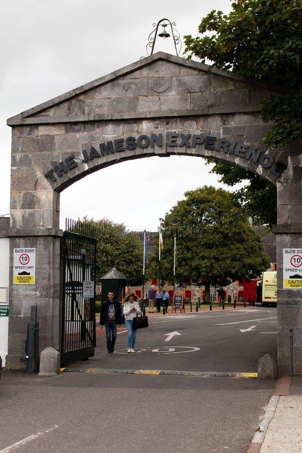 29 de julio de 2017, los destiladores caminan, Midleton, corcho del Co, Irlanda - bloquee la entrada a Jameson Experience imagen de archivo libre de regalías