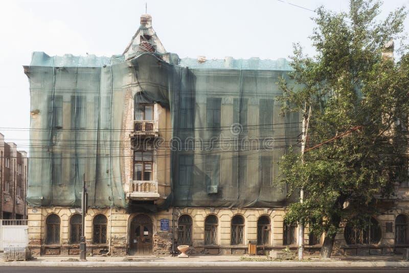 25 de julio de 2018 krasnoyarsk Rusia Oficina del correo de la compañía de Rusia en un edificio viejo foto de archivo libre de regalías