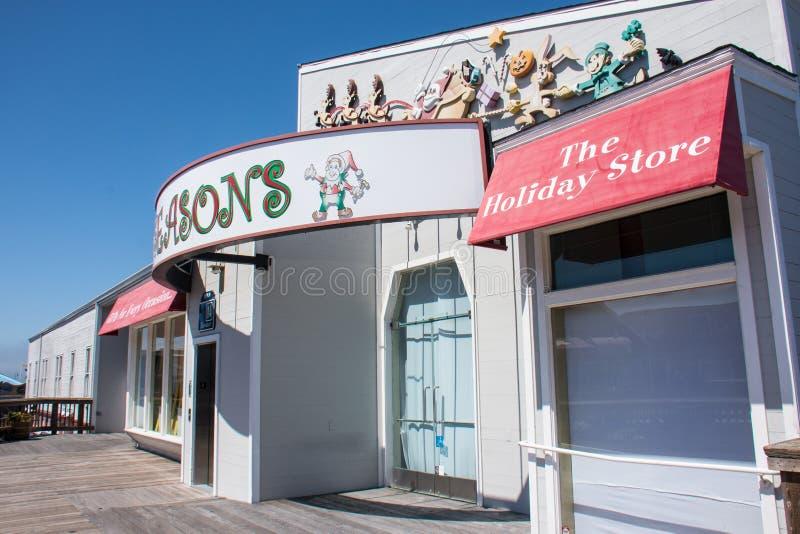 6 DE JULIO DE 2017 - SAN FRANCISCO, CALIFORNIA: Las estaciones, una tienda de la Navidad/del día de fiesta, en el nivel superior  imagen de archivo