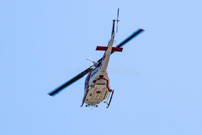24 de julio de 2019 Sunnyvale/CA/los E.E.U.U. - Cal Fire California Department del helicóptero de la protección contra la silvicu fotografía de archivo
