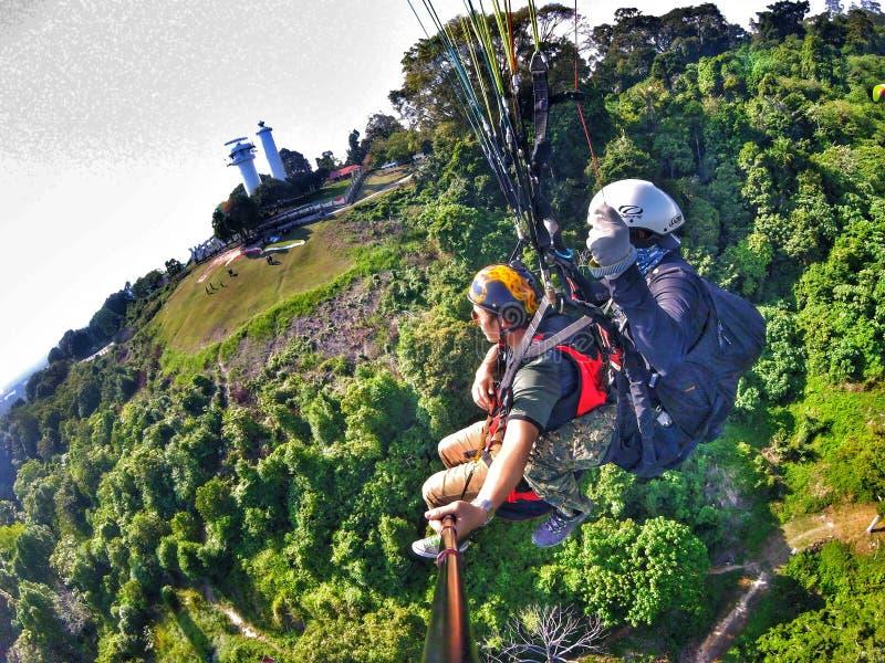 4 de junho de 2016, Jugra, Malásia; Acima da terra, sob o céu, aterrando na terra, para sempre mosca fotos de stock royalty free