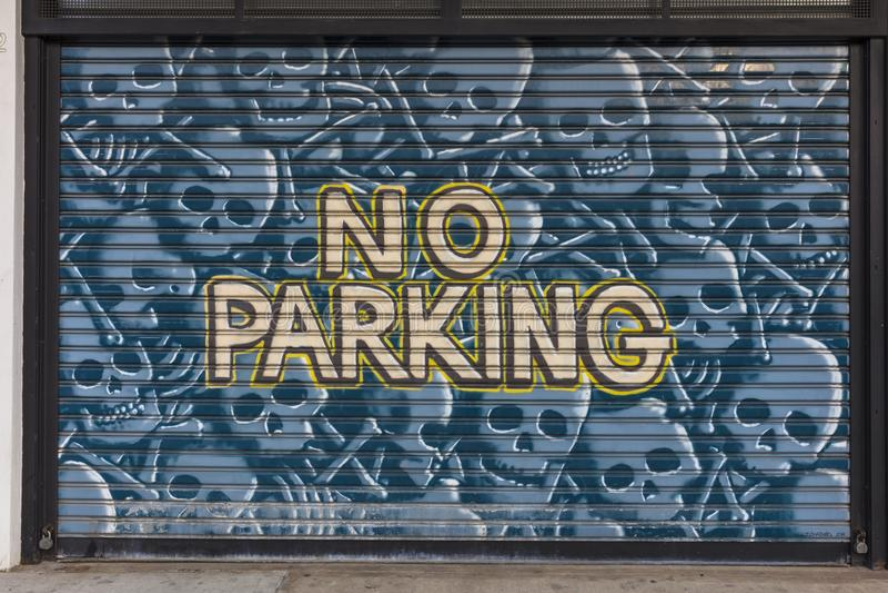 3 de junho de 2018, NY, NY, EUA - rua Art Gallery da coletividade de Bushwick, New York, NYC - NENHUM ESTACIONAMENTO fotografia de stock royalty free