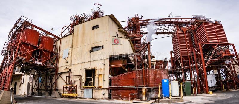 28 de junho de 2019 Oakdale/CA/EUA - a instalação de produção da alimentação animal possuiu pelo armazém dos fazendeiros, uma div foto de stock