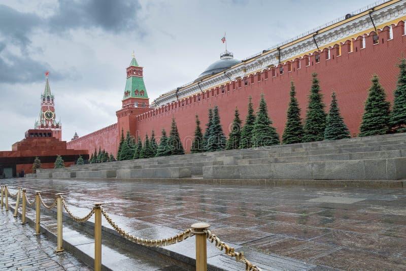 5 de junho de 2018 Rússia, Moscovo, quadrado vermelho Uma vista do Kremlin, do mausoléu de Lenin e de uma necrópolis na parede do imagem de stock royalty free