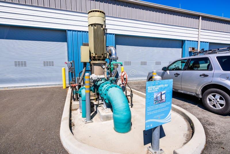 20 de junho de 2019 San Jose/CA/EUA - bomba de alimentação da osmose reversa no centro avançado da purificação de água de Silicon imagens de stock