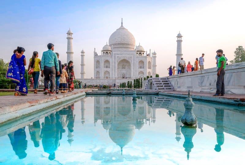 21 DE JUNIO DE 2018, AGRA - LA INDIA Visita Taj Mahal de la gente Mundo de la UNESCO fotos de archivo