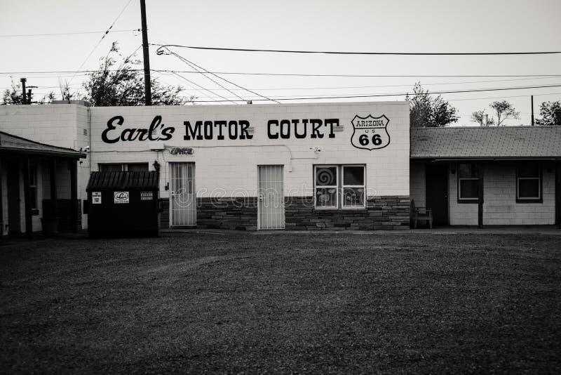 30 DE JUNIO DE 2018 - HOLBROOK, ARIZONA: Corte del motor del ` s del conde, un motel abandonado del vintage a lo largo de Route 6 fotografía de archivo