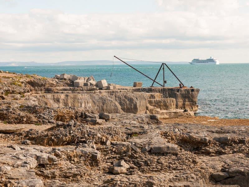 de Jura van de vormings oceaangolven van de kustrots aard van het het strandlandschap royalty-vrije stock foto