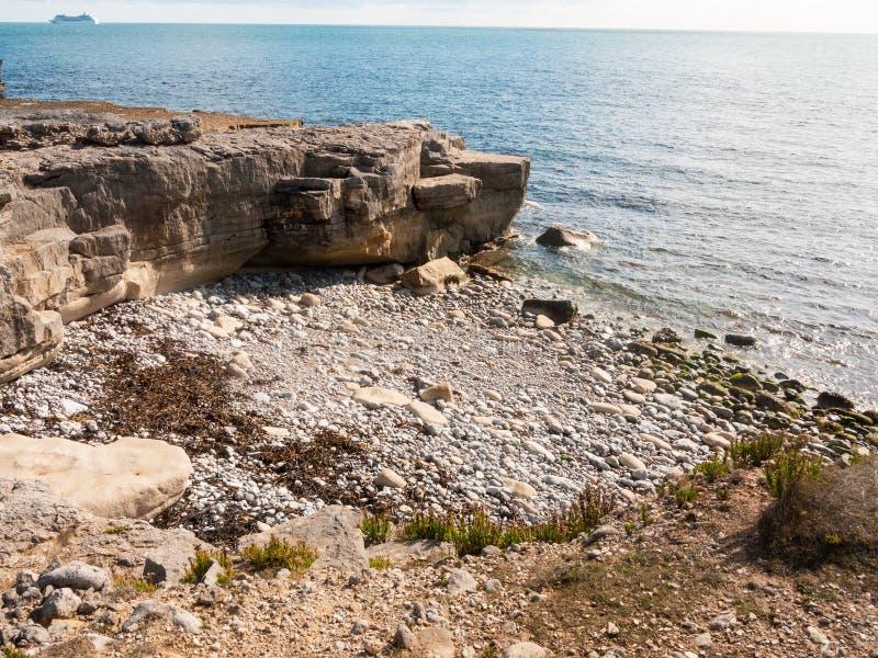 de Jura van de vormings oceaangolven van de kustrots aard van het het strandlandschap stock afbeelding