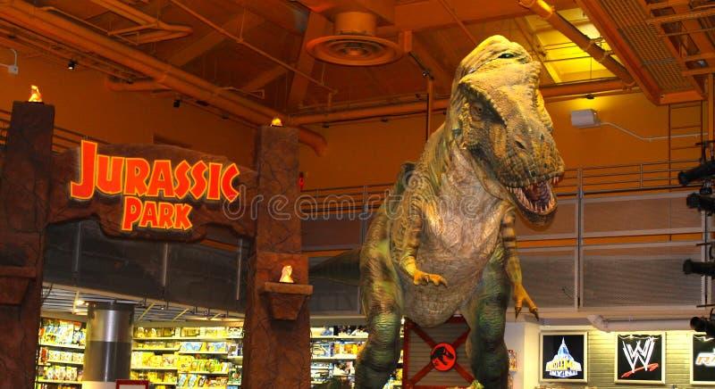 De Juraparkdinosaurus, eng stuk speelgoed, de stad van New York, de V.S. stock afbeeldingen